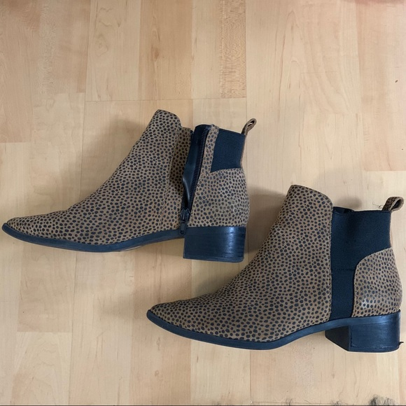 Leopard print leather ankle booties Crown Vintage